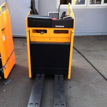 Электротележка Jungheinrich (ESE-220)